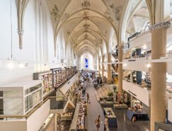 15世纪荷兰教堂变身豪华书店