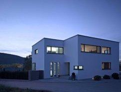 黑与白搭配的德国Ahlen现代别墅设计