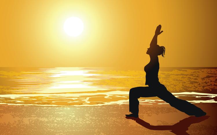 日落海边练瑜伽人物剪影矢量素材