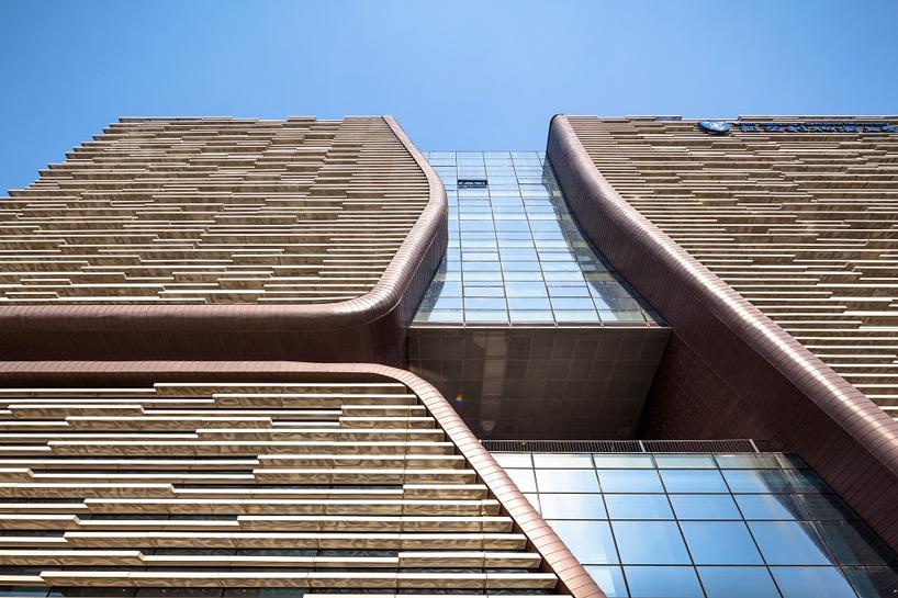 """源于""""太湖石""""概念:西交利物浦大学行政信息大楼"""