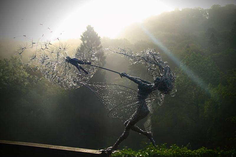 飞舞的精灵: Robin Wight不锈钢丝雕塑艺术