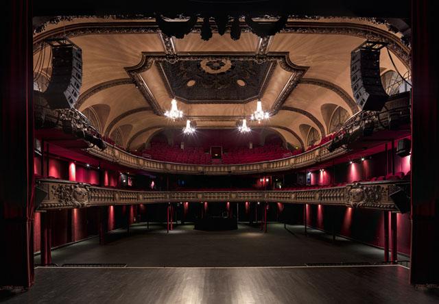 摄影 建筑/Gilles Alonso建筑摄影:剧院的对称美学...
