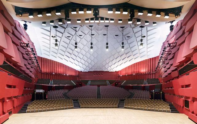 摄影 对称/Gilles Alonso建筑摄影:剧院的对称美学...