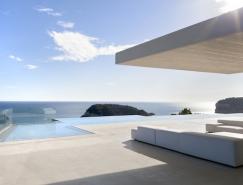 俯瞰地中海美景:Sardinera极简风格豪华别墅
