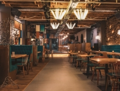美国元素的罗马尼亚Lodge餐厅设计