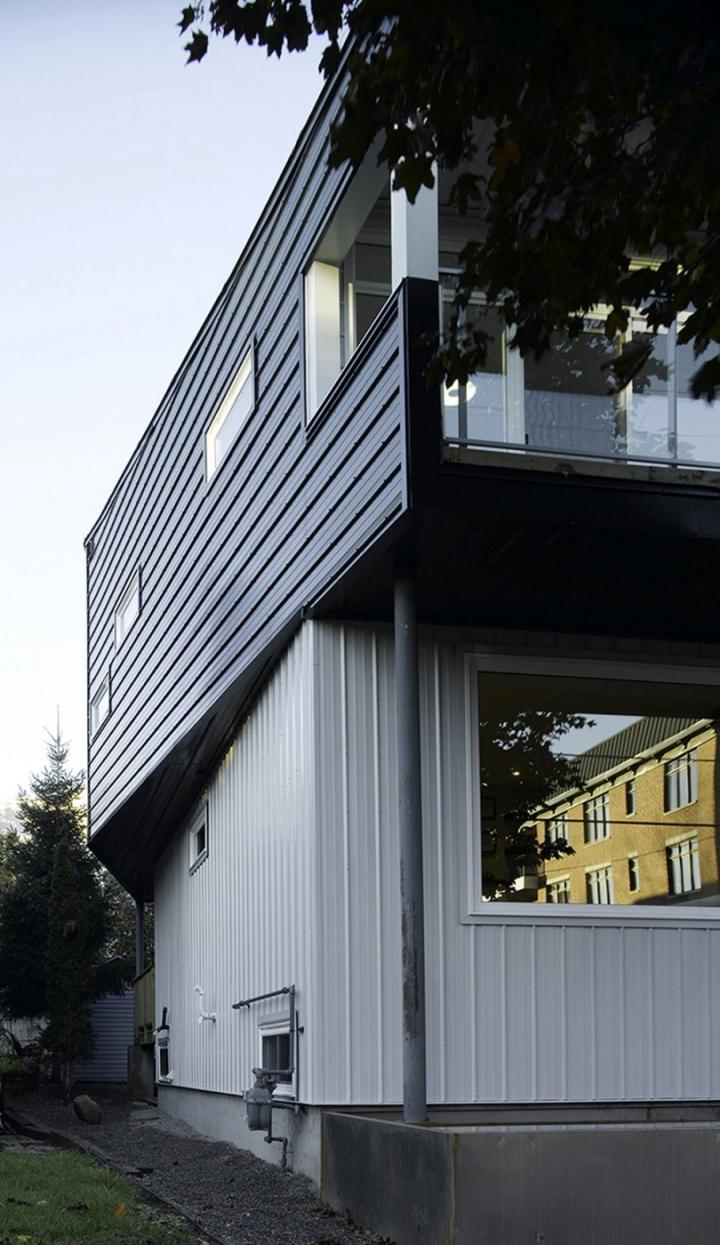黑白极简空间:加拿大Winona别墅设计