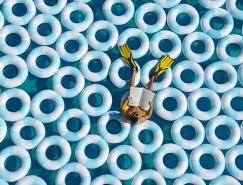 Gray Malin创意摄影欣赏:游泳圈与泳池