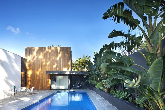 带游泳池的美丽庭院:澳大利亚现代别墅设计