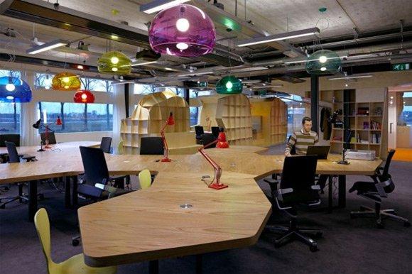 30个国外创意办公室木质工作台设计 2 设计之家