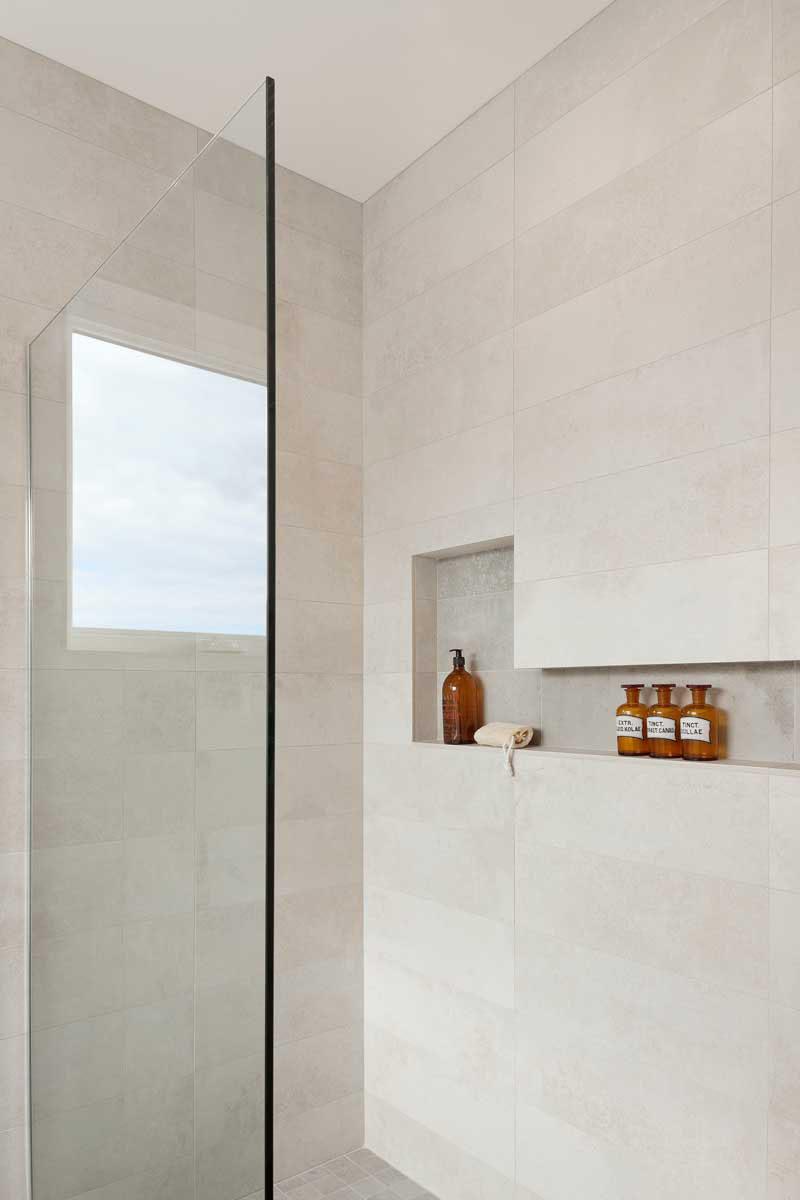 卫生间收纳创意 淋浴房精致的壁龛设计 设计之家