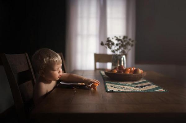 """儿童摄影技巧:找到房间里的""""黄金点"""""""