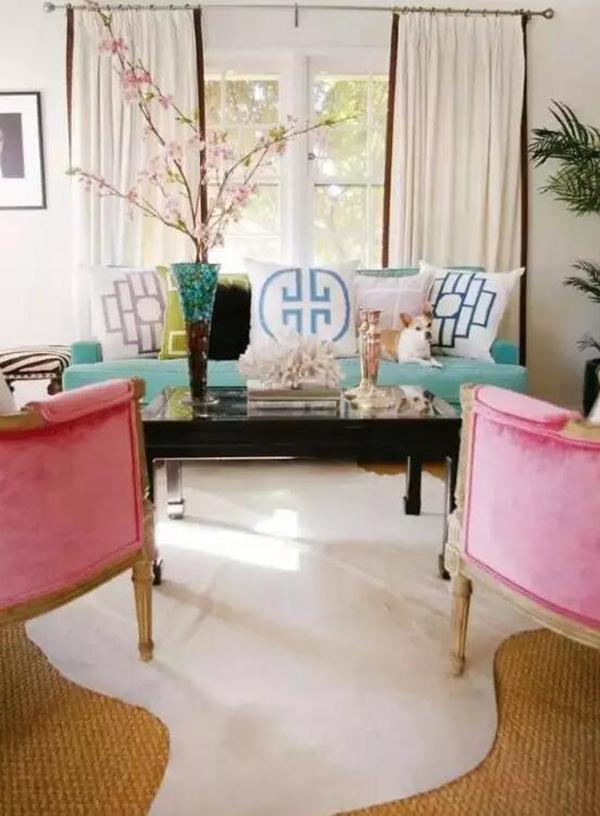 客厅 沙发/沙发摆放技巧之沙发靠置物架