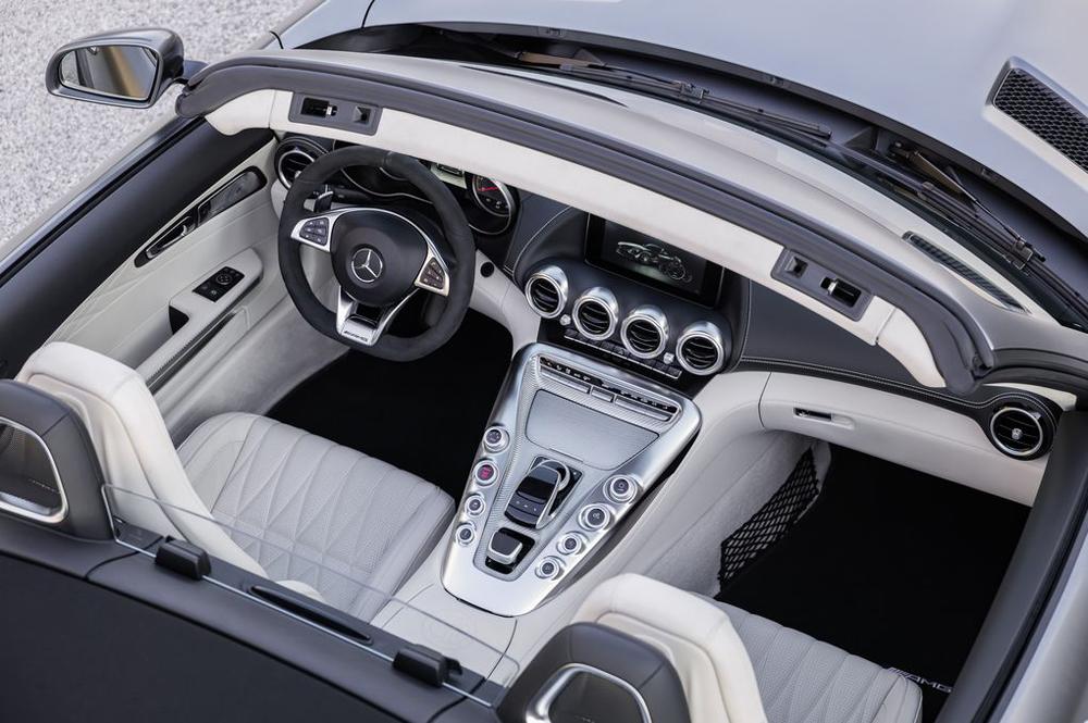 优雅的奔驰AMG GT C敞篷车