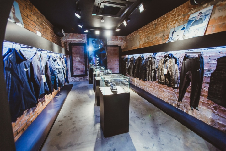 Adidas Originals莫斯科旗舰店室内设计