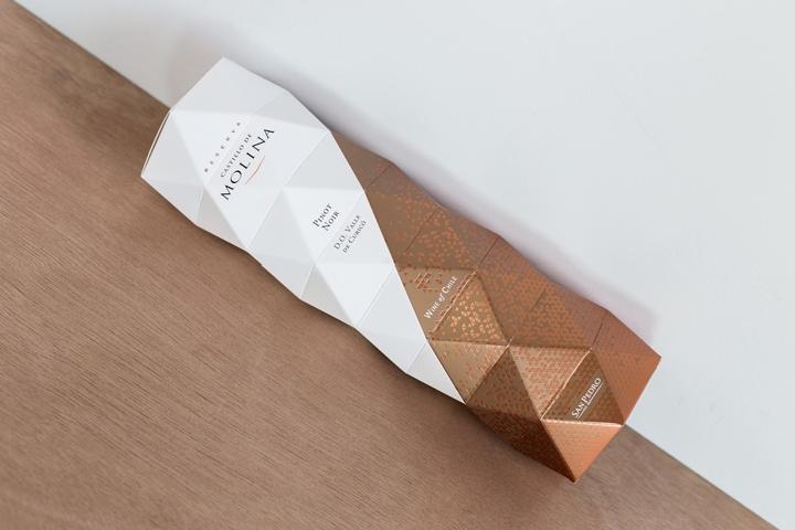 Castillo De Molina折纸风格红酒包装设计