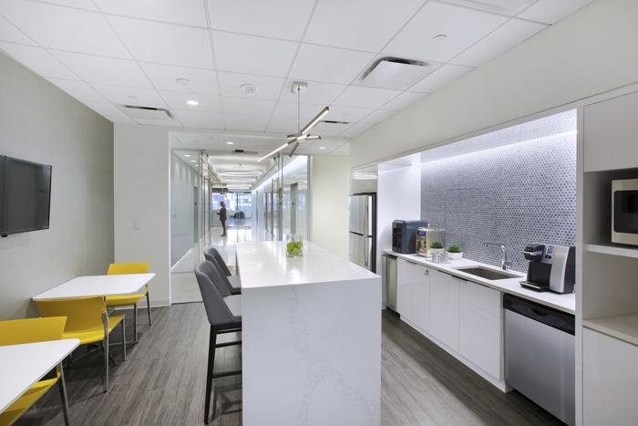 纽约律师事务所现代风格办公室设计