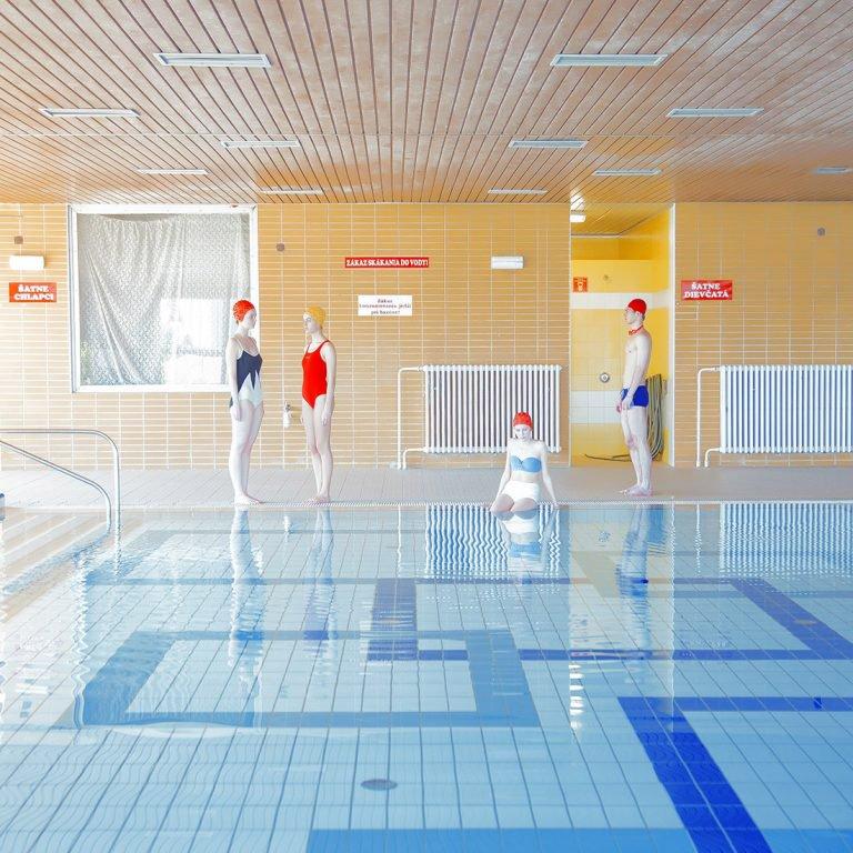 Maria Svarbova泳池系列摄影作品