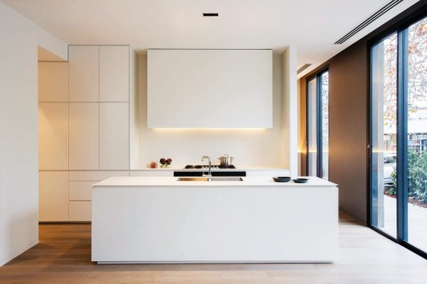 minimalist-kitchen-with-island-600x400.j