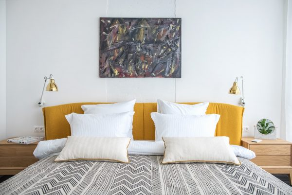 Gold-wall-sconces-600x401.jpg