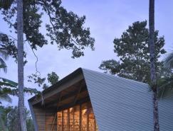 无处不在的书架:三个作家的住宅装修设计